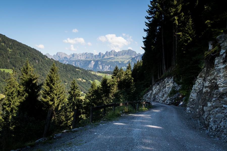 Churfirsten im Aufstieg zum Weisstannental